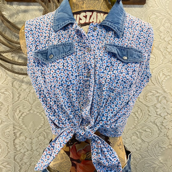 Cute Vintage Floral and Denim Pearl Snap Cropped Tie Top size Large
