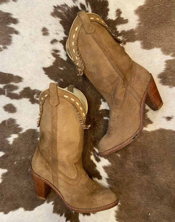1970's Beige Suede Western Cowgirl Boots from Acme size 7 1/2 M