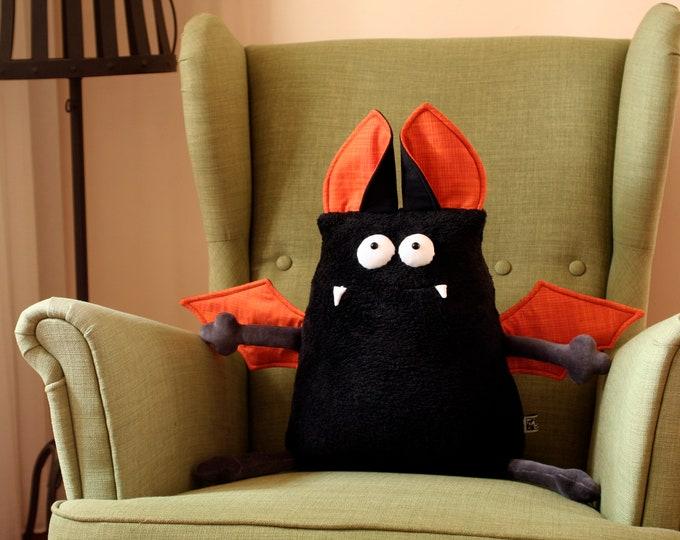 Big Vampire Bat Pillow Muma, Maxi-Muma Cushion Vampire, Soft Halloween Decor, Comfortable Pillow, Comfy Plush Pillow
