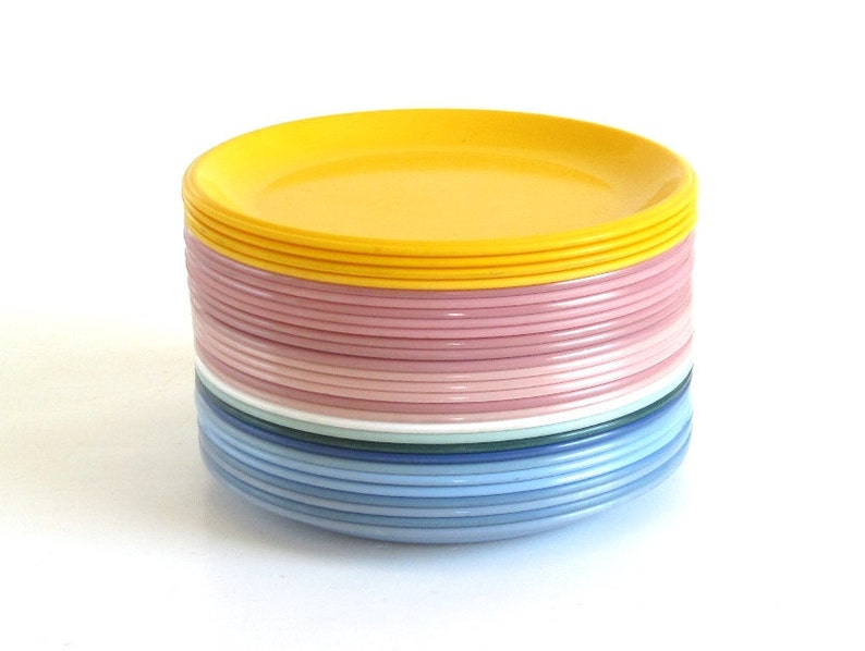 Rubbermaid Melamine Dishes: Dinner Plates 3840 Luncheon image 0