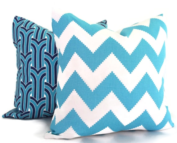 E by design PGN477YE2BL41-26 26 x 26 inch Geometric Print Pillow 26x26 Yellow Wavy Splash