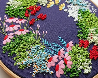 Spring Wreath. Colour-printed embroidery fabric with PDF Tutorial (Vorbedruckte Stickvorlage aus Stoff). Intermediate level.