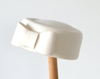 white pillbox hat/ winter wedding hat /  bridal pillbox hat/ fall wedding hat  / Audrey hat/ FUR felt hat/ formal hat/ fall wedding hat