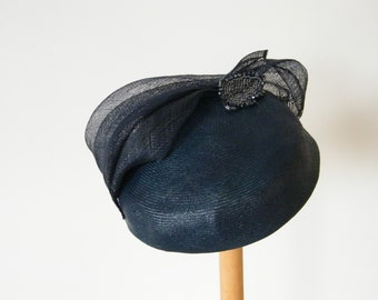 navy pillbox hat/ mother of the bride hat/ fall pillbox hat for women, occasion hat UK, 50s hat, Jackie hat, Audrey hat