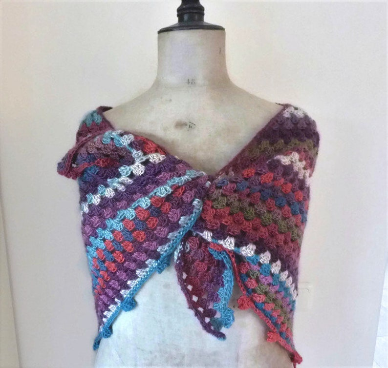 a44952893c9 Gehaakte driehoek sjaal omslagdoek gehaakte sjaal driehoekige sjaal punt  sjaal gemeleerde sjaal omslagsjaal gehaakte puntsjaal