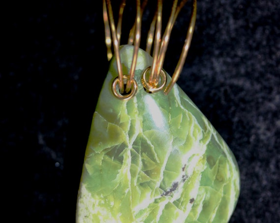 Serpentine pendant, green yellow, Oregon, brass twirl bail 84ct