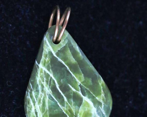 Serpentine pendant, lime green yellow, Oregon, brass twirl bail 70ct