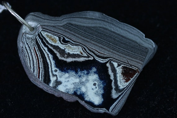 Fordite pendant, silver gray black white red, silver jump bail 35ct
