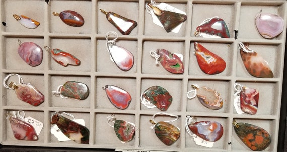 Jasper and Agates, red white black brown, 24 pendants