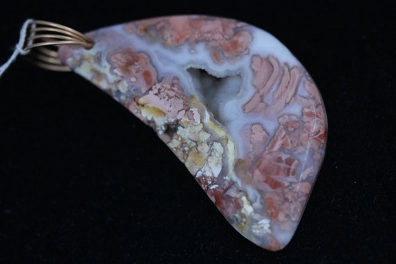 Jasper Agate pendant, peach white tan druze, Bronze twirl bail 82ct
