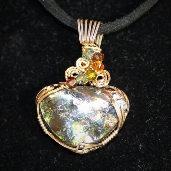 Ammolite (Opalized Ammonite Shell) Pendant, green gold, 6 faceted beads, 23.5ct