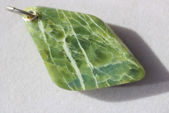Lizardite pendant, green yellow white, Oregon, nickel jump bail 70ct