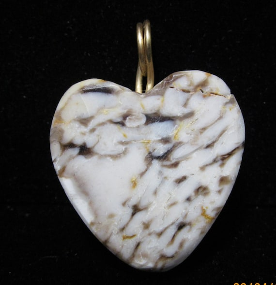 Heart Pendant, Peanut stone with gold wire bail 47ct