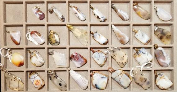 Agates, Montana, 31 pendants, black white translucent