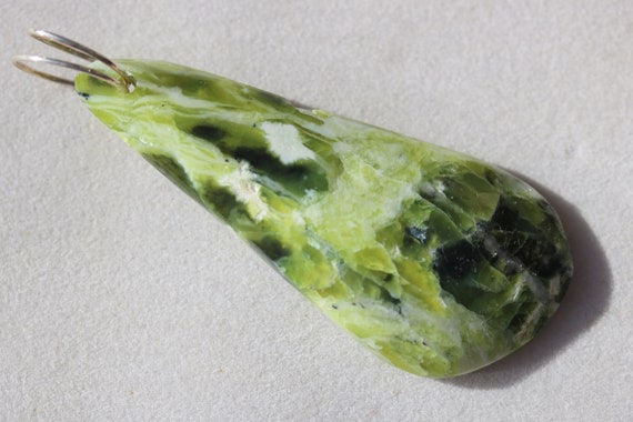 Lizardite pendant, green yellow, Oregon, silver twirl bail 68ct