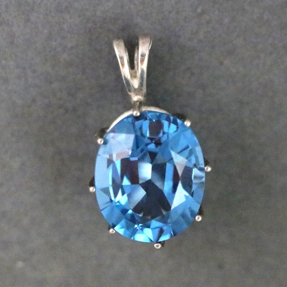 Topaz pendant, Swiss blue, December Birthstone, silver bezel 30ct