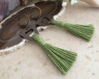 Prairie Green Tassel earrings in copper | organic linen | color therapy