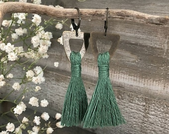 Rejuvenating Green Tassel earrings in brass | organic linen | color therapy