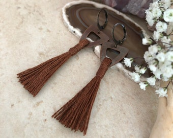 Brown Tassel Earrings in copper | hand spun linen fiber | color therapy