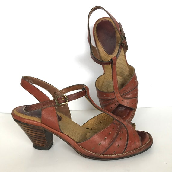 Vintage 70s Brown Wooden Stacked Heel Leather T-strap Heels 5.5 W Wide Width WW 40s-style 1970s