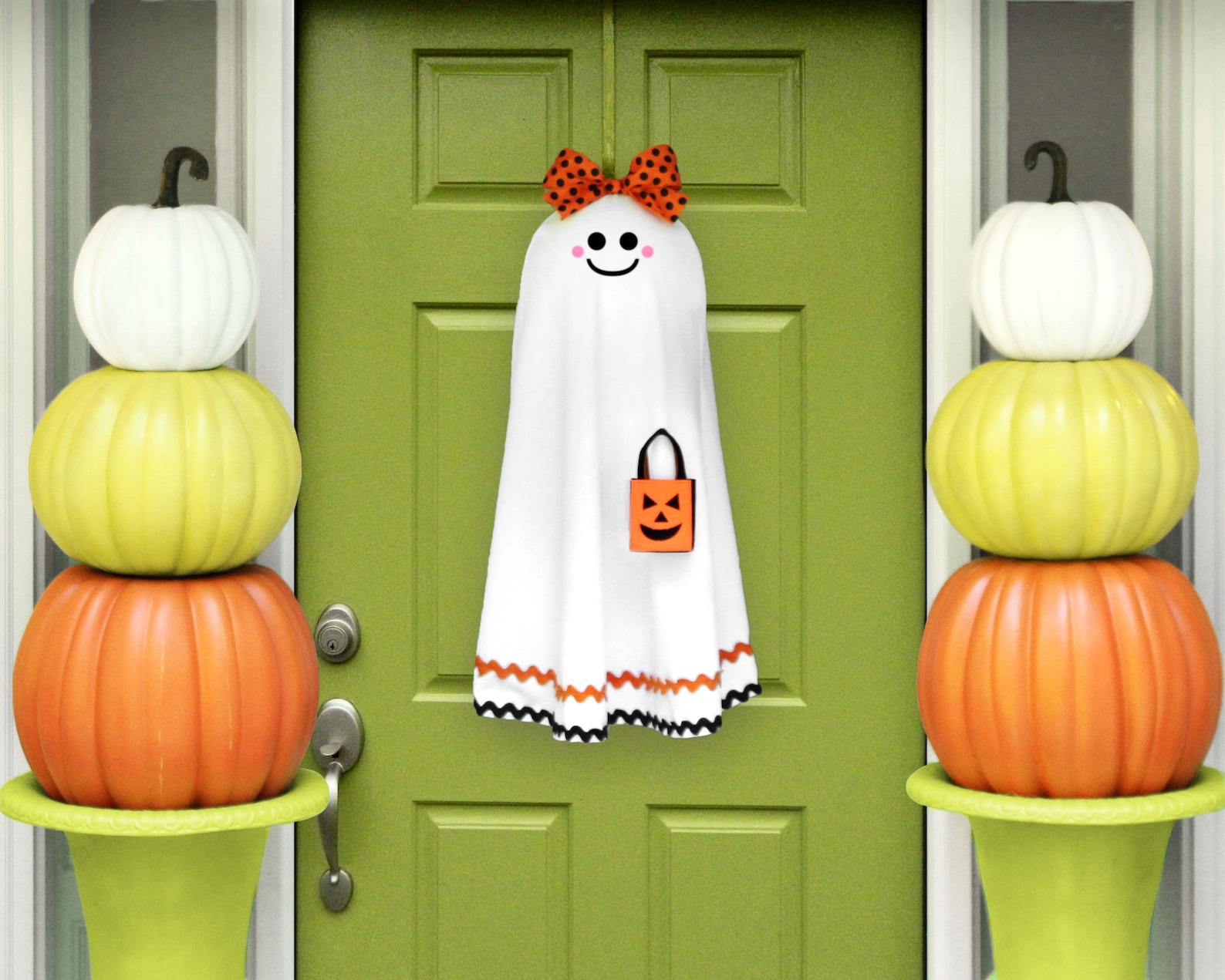 Ghost Wreath Halloween Home Decor
