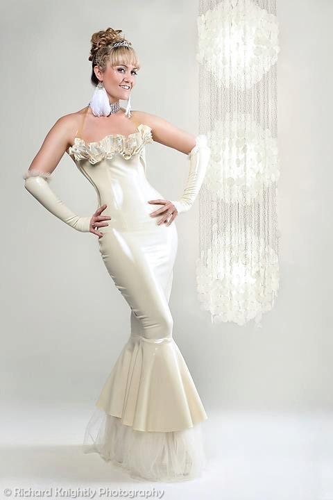Belle Latex Brautkleid