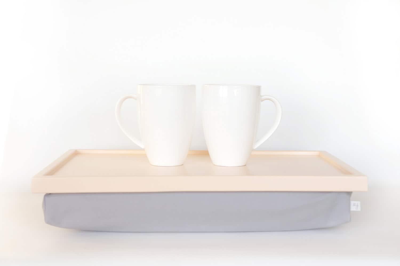 fr hst ck im bett tablett laptop runde tisch kissen tablett. Black Bedroom Furniture Sets. Home Design Ideas