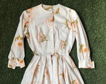 1950s White Daisy Pleated Shirt Dress- Size XS/Juniors