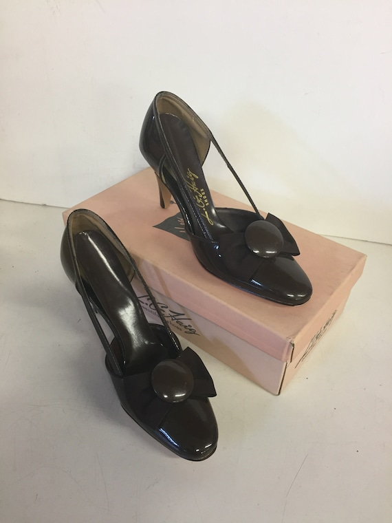 Vintage 1970's L G Haig Women's 3 Inch High Heel Glossy Brown Leather Button Bow Pumps US Women's 7