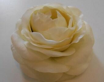 Ivory Silk Ranunculus / Silk Crafting Flowers / Ivory Flower / Silk Floral / Diy Hair Flower / Crafting Flowers / Artificial Flowers