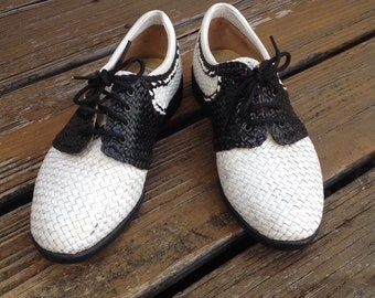 f822fa185adf Vintage Summer Aerogreen White Black 2 Tone Wicker Woven Lace Up Wingtip  Oxford Golf Athletic Shoes Size 8 Womens Ladies Vtg
