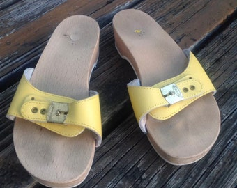 56ef37685db5 Vintage Dr Scholls Yellow Blue Wood Leather Sandals Size 7 Slip On Womens  Shoes 70s 80s Vtg 1970s 1980s Slides Mules