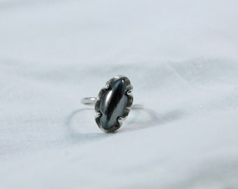 Nice Dainty 925 Sterling Silver Ring With Hematite Stone - Size 6 1/2
