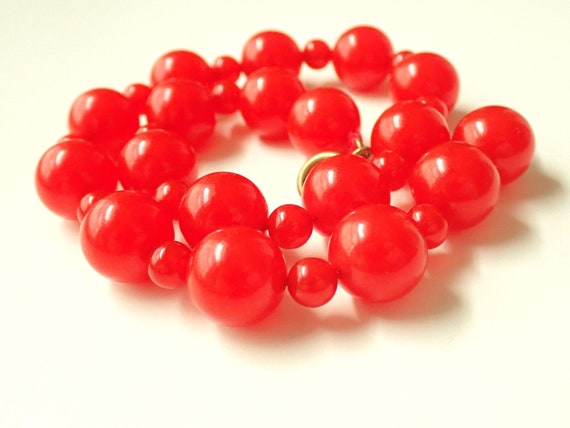 Vintage Cherry Red Bakelite Beaded Necklace 1940s