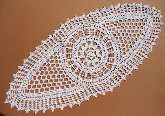 Ovale Deckchen weiße Spitze Häkeldeckchen häkeln Herzstück   Etsy