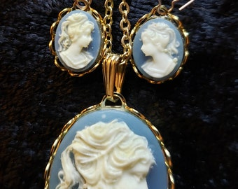 "Details about  /Vintage Cameo Lady 6 Plastic Wedgwood Blue Background Gold tone 7.5/"" Bracelet"