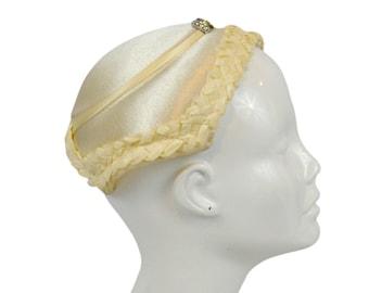 1950s Ivory Wedding Fascinator Hat with Bow Rhinestone, Bridal, Wedding, Retro