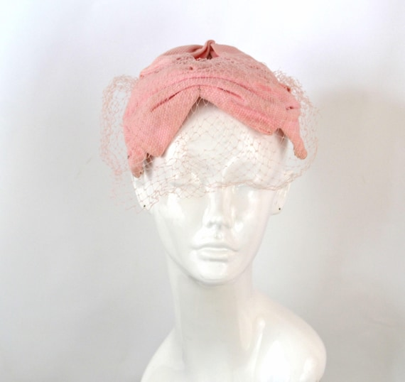 1960s Bubblegum Pink 4 Bows Fascinator Netted Veil Casque Hat  a93d3354e53