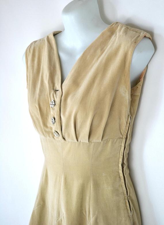 1950s TanBeige Sleeveless Dress. XSmall, Pleated Skirt, Pin Up, Rockabilly
