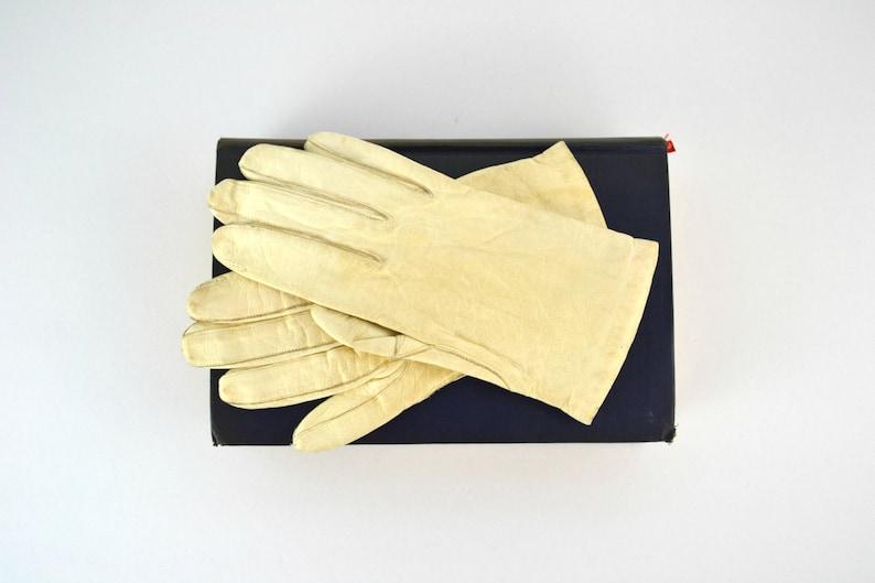 Vintage Creamy White Leather Wrist Length Ladies Driving image 0