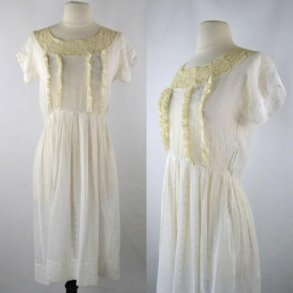 1950s Summer Dress White Eyelet Short Sleeve Day D