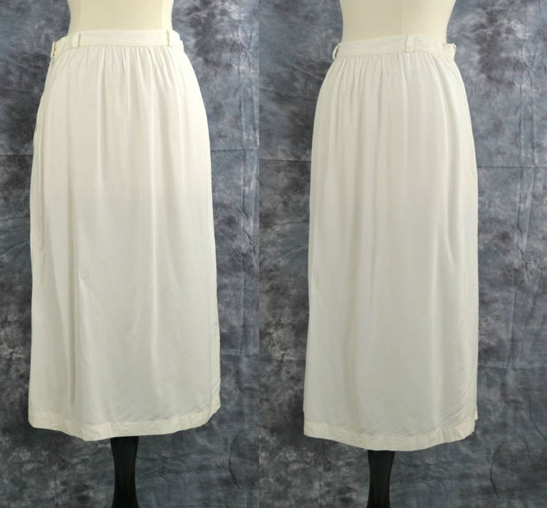 1970s/1980s White A-Line Viscosa Skirt by Le Dodo 25 Inch image 0