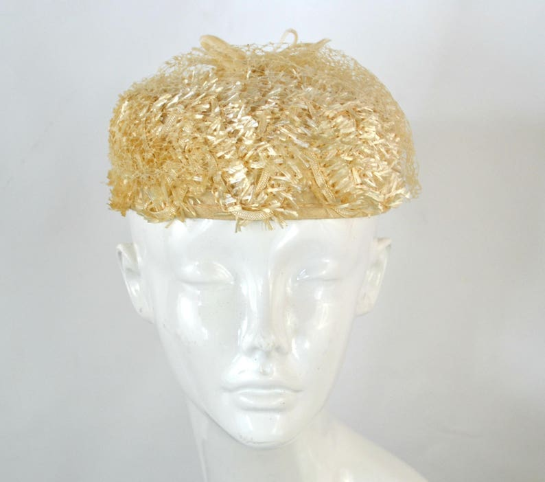 1950s/1960s Ivory Raffia Straw Pillbox Hat Summer Day Halo image 0