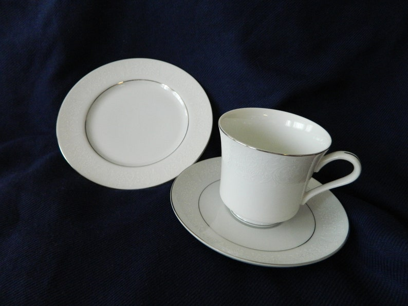 Saucer s Crown Victoria Fine China LOVELACE