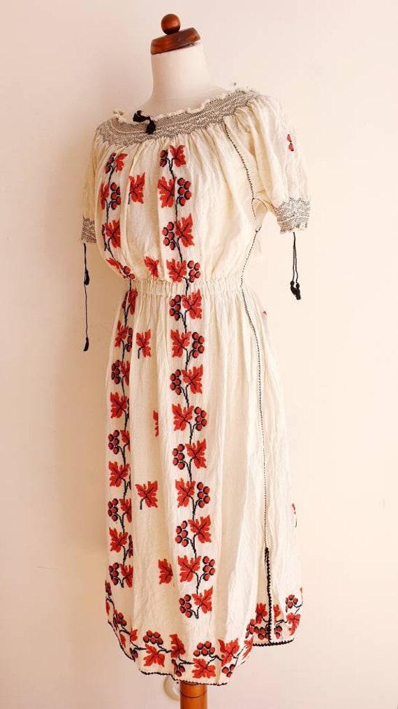 Vintage Romanian Peasant Dress - 1970's Embroider… - image 3