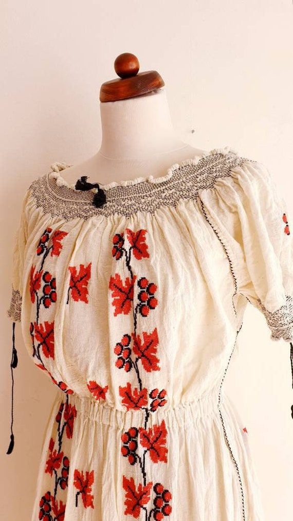 Vintage Romanian Peasant Dress - 1970's Embroider… - image 5