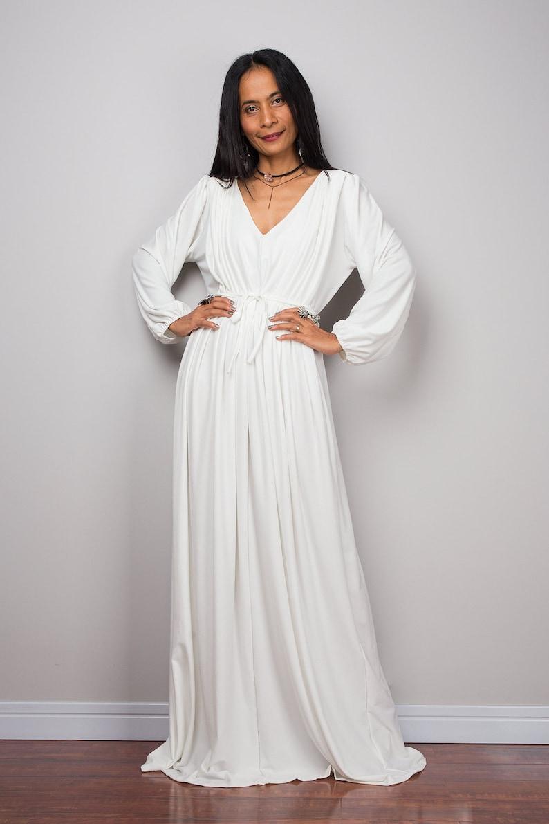 4c577236ef5 Lange aus weißen Maxi-Kleid mit langen Ärmeln Plissee Kleid