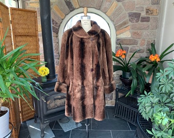 1974-1995 Unbranded Brown Faux Fur Three Button Basic Coat Size Large