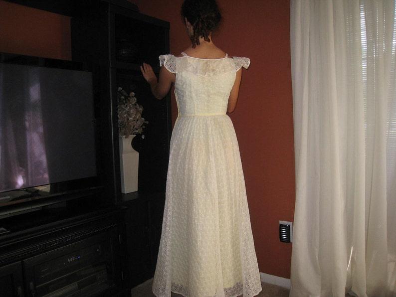 Vintage 1960er Jahre Spitze Kleid blass gelb Sonne Kleid ...