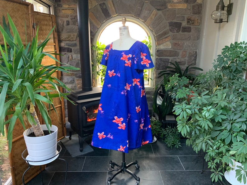 Seventies Flower Hawaiian Housedress Polyester Hawaiian Dress Aloha Lightweight Summer Dress Vintage 1970s Blue Floral Hawaiian MuuMuu